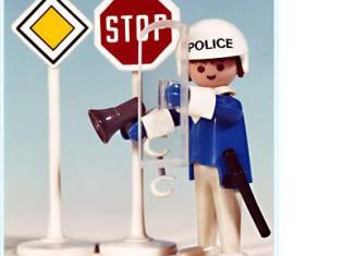 Playmobil - 3324v1 - Policeman / 2 road signs