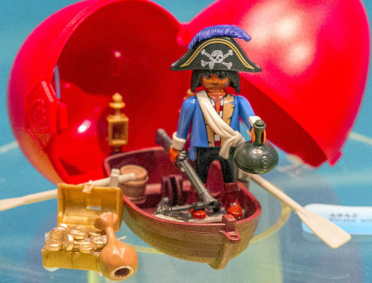 Playmobil 4942 - pirate in rowboat egg - Back