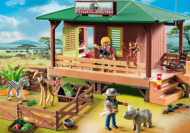 Playmobil set 6936 ranger station with animal area - Maison playmobil en bois ...