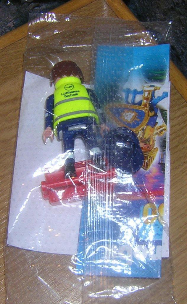 Playmobil 30882202-ger - Lufthansa Technician - Box