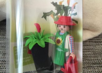 Playmobil - 30881102-ger - Lechuza Gardner with assorted vase