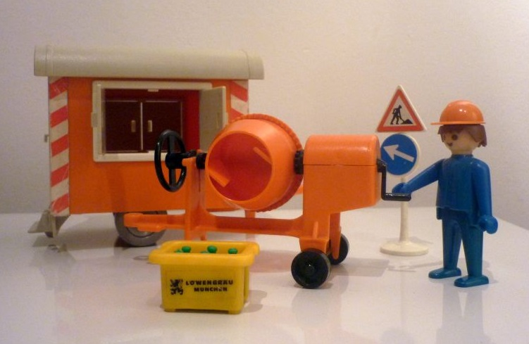 Playmobil 3207s1v1 - Construction Trailer and Cement Mixer - Back