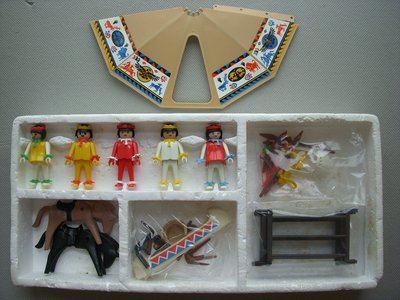 Playmobil 3250v2 - Indians with Teepee and Canoe - Back