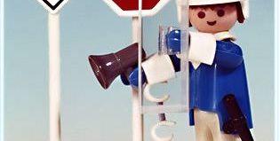 Playmobil - 3324v2 - Policeman / 2 road signs