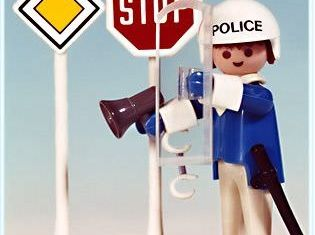 Playmobil - 3324v2 - Policeman / 2 road signs