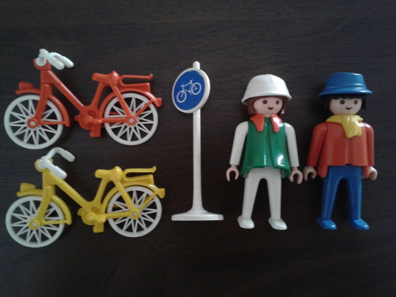 Playmobil 3310 - Couple on Bicycles - Box
