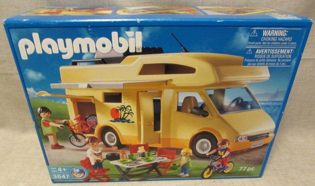 Playmobil set 3647 usa family camper klickypedia for Autocaravana playmobil