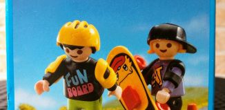 Playmobil - 3709v2 - Children with two skate-boards
