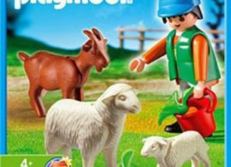 Playmobil - 4967 - Farmer Feeding Animals