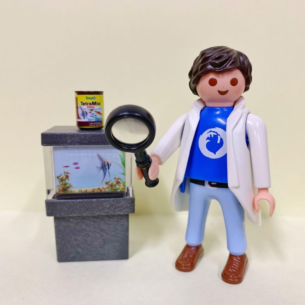 Playmobil 54L-ger - Tom (Ichthyologist scientist) - Back