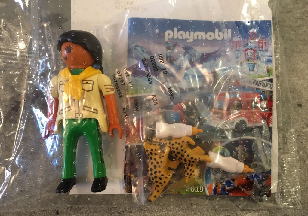Playmobil 30739263 - Female Zookeeper with two Cheetah cubs - free promotional - Back