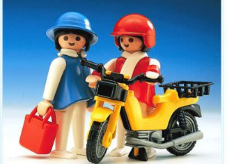 Playmobil - 3302 - Ladies With Moped