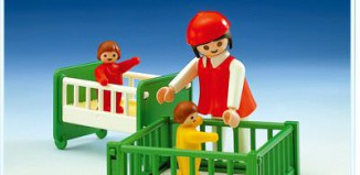 Playmobil - 3593 - Babysitter and 2 Babies