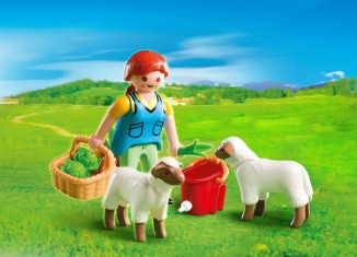 Playmobil - 4765 - Country Woman with Sheep Feed