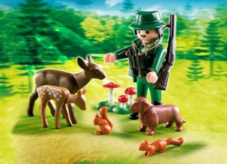 Playmobil - 4938 - Hunter with Forest Animals