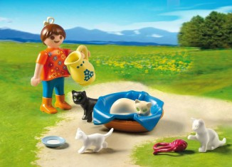 Playmobil - 5126 - Girl with Cat Family