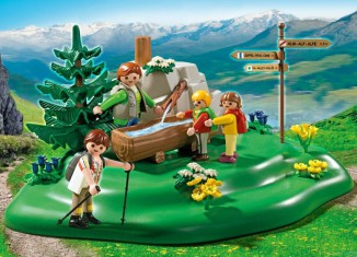 Playmobil - 5424 - Backpacker Family at Mountain Spring