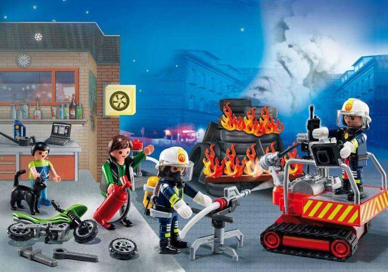playmobil set 5495 advent calendar firestation with. Black Bedroom Furniture Sets. Home Design Ideas